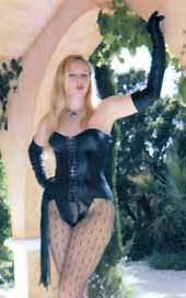Outdoor slave training - Ma�tresse Christine humilie un soumis