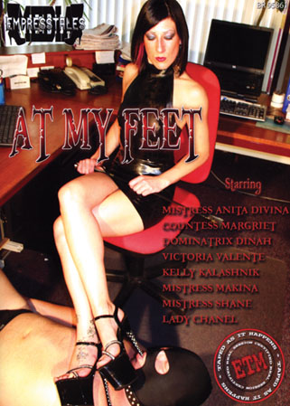 At my feet - 8 Ma�tresses pour hommes f�tichistes des pieds