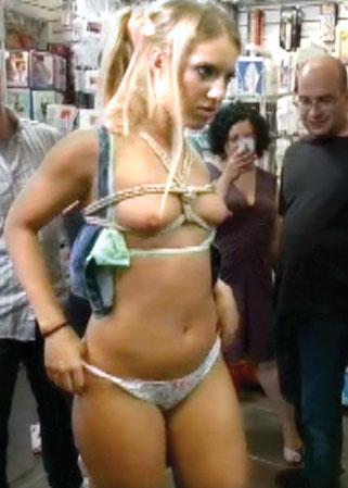Femme fessée gratuitement nue en prison