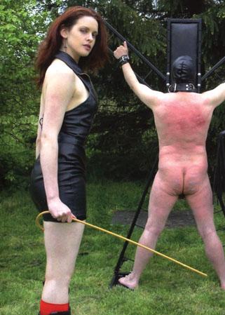 Domination avec les maitresses en livecam pour les voyeurs - 2 part 8