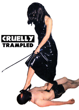 Cruelly trampled - Homme pi�tin� par une Ma�tresse fouetteuse