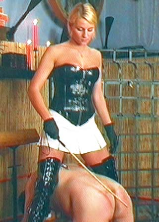 Lady Natalie Black and 3 slaves - Maîtresse Natalie Black en DVD