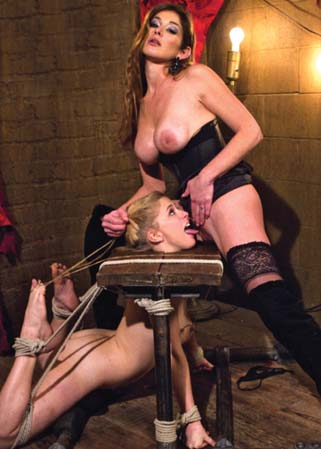 Penny Pax has been felonyed - Jeune �tudiante lesbienne soumise
